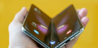 apple-is-building-future-foldable-iphone-prototypes