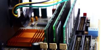 Samsung Unveils an HKMG-Based 512GB DDR5 RAM Module