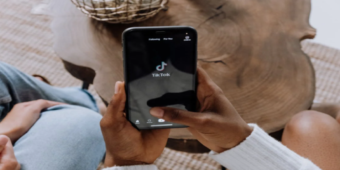 Facebook Loses 30% Downloads as TikTok Numbers Go Up!